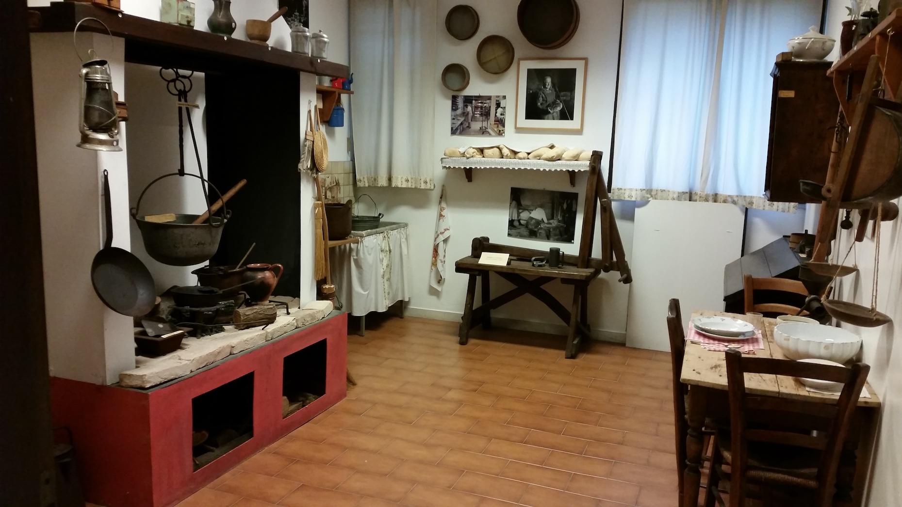 Ricostruzione della cucina con focolare