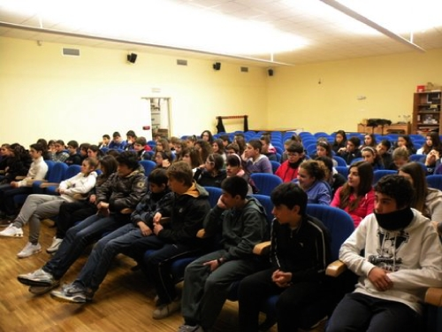 Gert Hoffmann incontra in videoconferenza i ragazzi di una scuola media di Cagliari dopo la visione del diapofilm prodotto da Terra Antica
