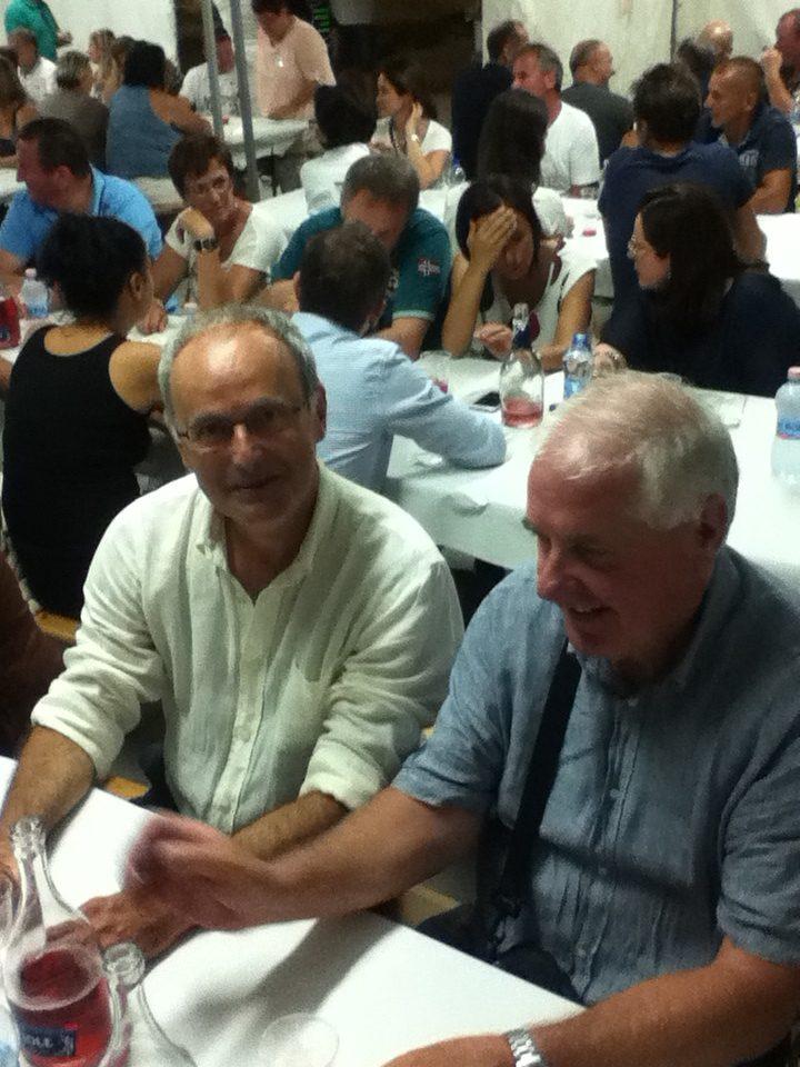 Cena collettiva nel festeggiamenti del 30° anno di gemellaggio fra le comunità di Loro Piceno e St. Nikolai. Sauro Turoni e Claudio Piovesan