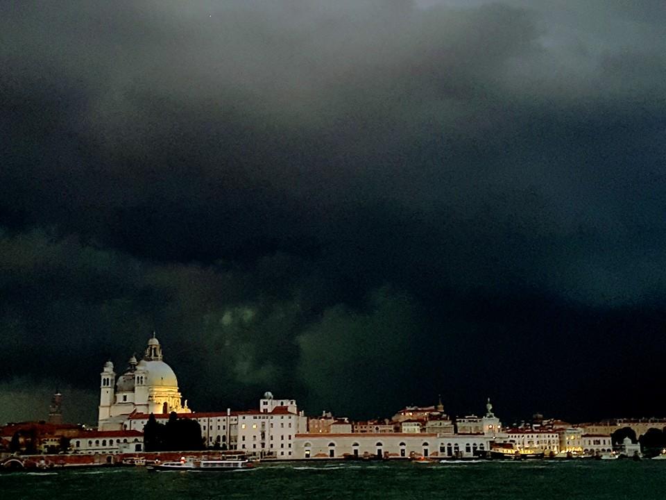 Altro importante temporale che ha atraversato la laguna il il 21 agosto (foto d Silvia Barbon)