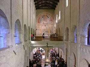 Interno della chiesa di Santa Maria a pie' di Chienti