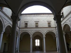 Palazzo Bonafede Monte San Giusto cortile