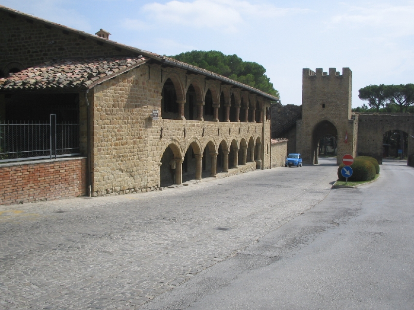 San Ginesio ospedale San Paolo e Porta Picena