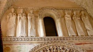 Particolare di un fregio scultoreo che adorna l'interno del Tempietto longobardo (foto del ns socio Lionello Pellizzer)