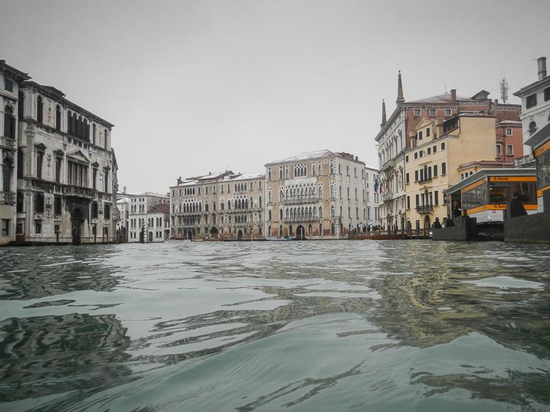 Fig. 6 - Uno scorcio del Canal Grande visto a filo d'acqua