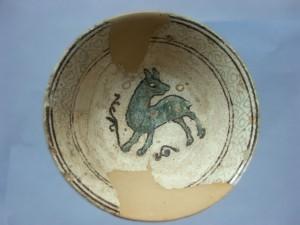 Piatto con motivo zoomorfo, periodo medievale, di fattura pugliese