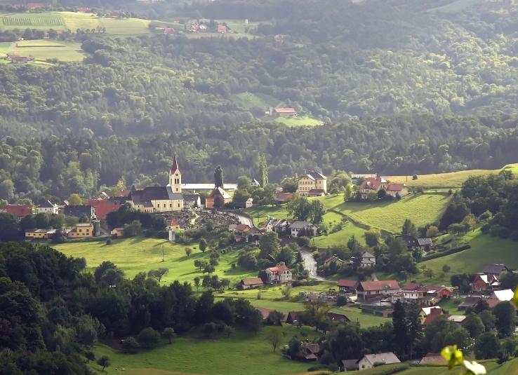 Veduta del bellissimo paesaggio collinare di St. Nikolai im Sausal in cui siamo stati più volte ospiti alla loro festa dell'uva.