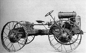 Trattrice agricola denominata P4, progettata dall'ingegnere veronese Ugo Pavesi nel 1918.